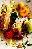 Griechischer Chefsalat mit Ei und gegrilltem Halloumi (Soulfood)