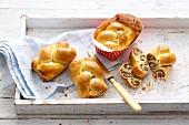 Mini braided nut cakes