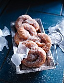 Pretzels with cinnamon