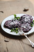 Blueberry slices with icing sugar