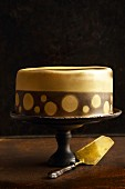 'Gold Rush' airbrushed caramel cake