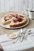 Zuckerfreie Tiramisu-Torte mit Honigbiskuit