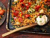 Gemüse-Paella aus dem Ofen mit Kohlrabi, Paprika und Möhren