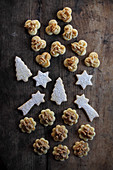 Butter cookies with walnuts and almond nibs