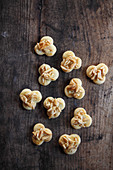 Butter cookies with almond nibs