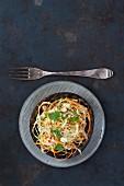 Portobello-Pilz, gefüllt mit Krautsalat