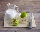 Kokosmilch und frisch ausgespresste Limette