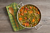 Peas with bacon and carrots