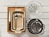 Küchenutensilien für die Weingeleezubereitung