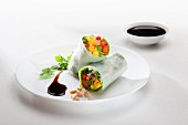 Rice paper rolls filled with vegetables and soy sauce (Asia)
