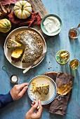 Kürbis-Aprikosen-Kuchen mit Pistazien
