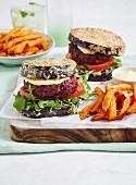 Rindfleisch-Rote Bete-Burger mit Aubergine