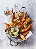 Sweet potato wedges with leek and guacamole
