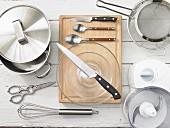 Küchenutensilien für die Zucchinizubereitung