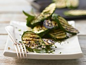 Grilled zucchini slices with mint and honey