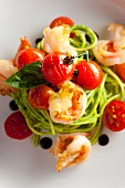 Pasta with prawns and pan-fried cherry tomatoes