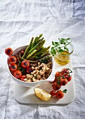 Cannellini salad with tomatoes and green asparagus