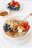 Coconut linseed porridge with berries