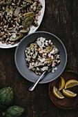 Salat mit geschmorten Mini-Artischocken, weissen Bohnen und Manchego