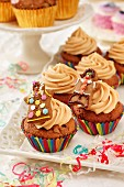 Toffee cupcakes with gingerbread figures in a party setting