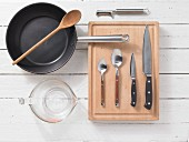 Kitchen utensils for a pan-cooked dish