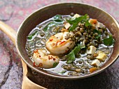 Linseneintopf mit Chili-Garnelen und Tofu