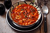 Bean soup with tomatoes