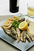 Fried fish with lemon and parsley