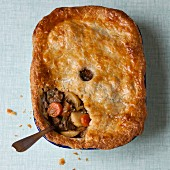 Lamb pie with apple