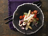 Asparagus and tomato salad with shrimp and dill
