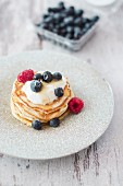 Pancakes with yoghurt and berries