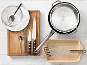 Küchenutensilien zur Zubereitung von Brathering auf asiatische Art