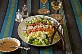 Klassischer Cobb Salad (USA)