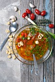 Rustikale italienische Tomatensuppe
