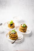Red lentil patties with yoghurt