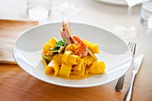 Paccheri with saffron, shrimp and zucchini