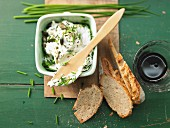 Pumpkin quark with chives and bread