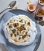 Pavlova with passion fruit sauce and sesame seed brittle