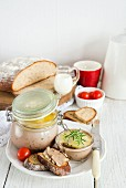 Chichen liver pâté with bread and cherry tomatoes
