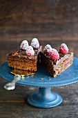Raspberry and nougat cake with icing sugar