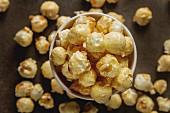 Popcorn im Becher (Draufsicht)