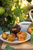 Apfel-Möhren-Muffins mit Rosinen