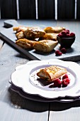 Mini strudels with sesame and raspberries