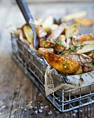 Potato wedges with dill and salt