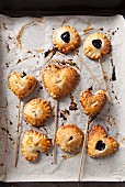 Cherry Pie Pops (kleine Kirschpies am Stiel)