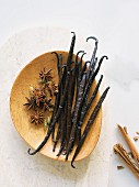 Vanilla pods, star anise, cardamom and cinnamon bark