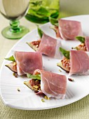 Roast figs and prosciutto canapes