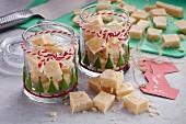 Butter-Fudge in weihnachtlichen Gläsern zum Verschenken