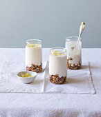 Muesli verrine with lemon zest