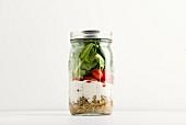Gemüsesalat in einem Glas